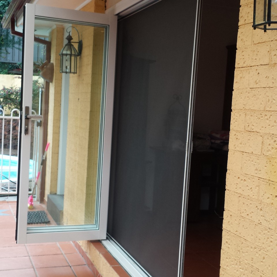 Fly screen free quote 0451 001 060 retractable fly screens for Retractable fly screens french doors